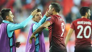 Son Dakika   Fenerbahçe ve Cenk Tosun sürprizi Transfer görüşmeleri başladı...