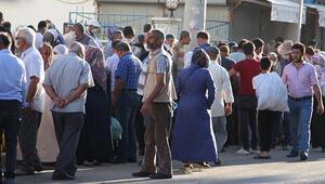 Diyarbakırda, pazarda koronavirüs önlemleri unutuldu