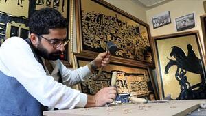 Tarihi Harput Mahallesinin asırlık fotoğraflarını ahşaba işliyor