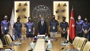 Bakan Kasapoğlu ile Tanyeli Roket Takımı bir araya geldi