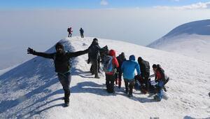 Vanlı dağcılardan 15 gün içerisinde ikinci Ağrı Dağı tırmanışı