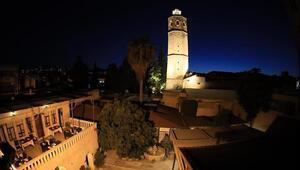 Şanlıurfada 3 dine ev sahipliği yapan tarihi Ulu Cami ışıklandırıldı