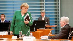 CDU/CSU'lu 16 milletvekilinden Seehofer'e açık mektup: '5 bin mülteciyi alalım'