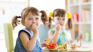Çocukların ekran karşısında beslenmesi yeme bozukluklarına neden olabilir