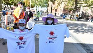 'Koronavirüse dikkat' tişörtü
