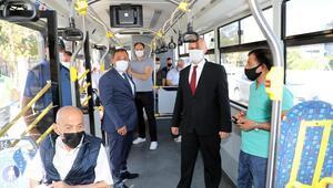 Otobüse bindi kuralları hatırlattı