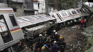 Son dakika... Endonezyada tren otomobile çarptı: 3 ölü, 4 yaralı