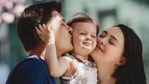 Anne baba mı olmalı yoksa arkadaş mı
