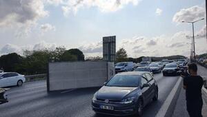 Beykoz TEMde kamyonet yan yattı... Trafik kilitlendi