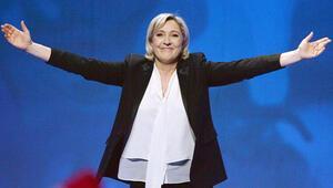 Aşırı sağcı Le Penden Macrona destek