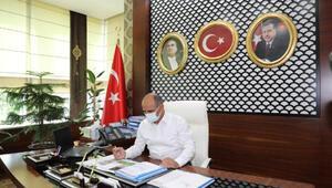 Koronavirüsü yenen Körfez Belediye Başkanı, yeniden göreve başladı