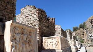Aydındaki Nysa Antik Kentinin tiyatro binası ayağa kaldırılıyor