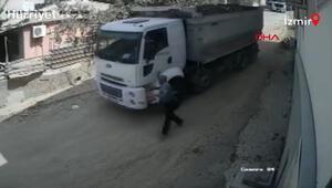 Yokuş aşağı kayan kamyon, binaya çarparak durabildi