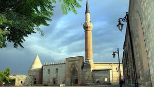 Eşrefoğlu Camii Nerede Eşrefoğlu Camisi Tarihi, Özellikleri, Hikayesi Ve Mimarı Hakkında Bilgi