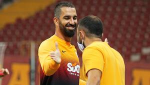 Son Dakika   Galatasarayda transfer konuşulurken dikkat çeken detay Arda Turan...