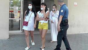 Otelde turistlere maske uyarısı yapan hemşireye şok