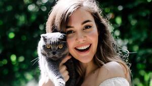 Eser ve Berfu Yenenlerin kedisi corona oldu