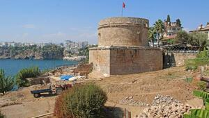 Hıdırlık Kulesinde arkeolojik kazılar sürüyor