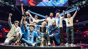 Büyük finalde kupaya uzanan takım SuperMassive
