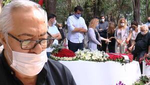 Tarık Akan mezarı başında anıldı Rutkay Aziz: Rüyama çok giriyor, çok özlüyorum...