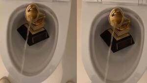 Kanye West Grammy Ödülünü klozete attı ve...