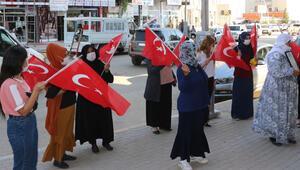 Şırnakta çocukları PKK tarafından kaçırılan aileler, HDP binası önünde eylem yaptı