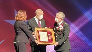 Cumhurbaşkanı Erdoğandan gazi komutana madalya