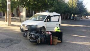 Hafif ticari araç ile motosiklet çarpıştı:1 yaralı
