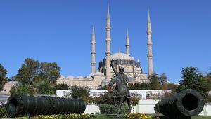 Selimiyeyi ziyaret eden turistler Kovid-19 tedbirlerinden memnun