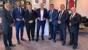 Türkiye Futbol Federasyonu, İngiltere Türk Toplumu Federasyonunu ağırladı