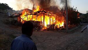 Kütahyada ahşap 2 ev yandı