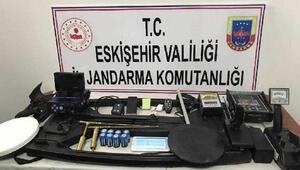 Eskişehir'de kaçak kazı yapan 3 defineci suçüstü yakalandı