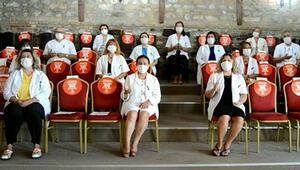 Doktorlardan, koronavirüsle mücadele eden meslektaşları için klip