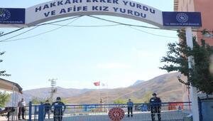 Hakkaride karantina kuralları uymayan 18 kişi yurtlara yerleştirildi