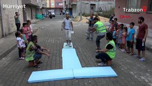 İnşaat malzemeli defile yapan işçilere oyunculuk teklifi