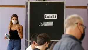 İtalyada halk referandum için sandık başında