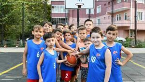 Mustafakemalpaşada minik basketbolculara sertifika verildi