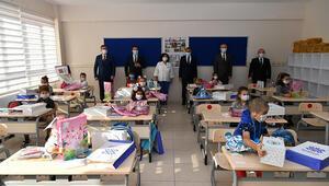Balıkesirde Vali Şıldak, dersbaşı yapan öğrencilere başarı diledi