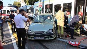 Son dakika...  İstanbulda feci kaza Tramvay ve otomobil çarpıştı
