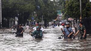 Endonezyada şiddetli yağışlar hayatı felç etti