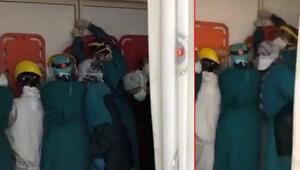 Son dakika haberi: Durdurun şu eşkıyaları Acil baskınında sağlıkçıları şifreli kapı kurtardı