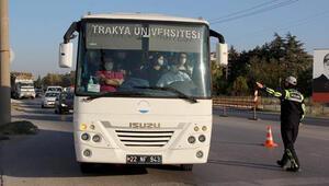 Edirnede Kovid-19 tedbirleri kapsamında minibüsler denetlendi