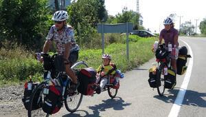 5 yaşındaki kızlarını yanlarına alarak, bisikletleriyle Türkiye turuna çıktılar