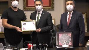 Tokat Tanıtım Filminin ödülü Başkan Eroğluna verildi