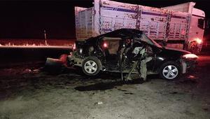 Tatvanda otomobil ve kamyon çarpıştı: 1 ölü, 4 yaralı