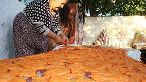 Sarıgöl'de evlerde tarhana yapımı başladı