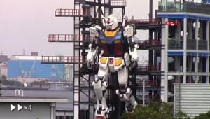 Japon yapımı Gundam robotu ilk adımını attı