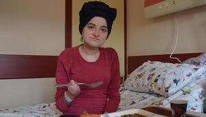 Doğuştan kelebek hastası olan Semra, 27 yıl sonra ilk kez et yiyebildi