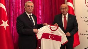 TFF Başkanı Nihat Özdemirden Budapeşte Büyükelçisi Oktaya ziyaret
