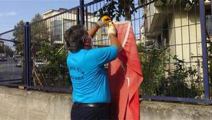 Çöpteki bayrağı çıkaran temizlik işçisine altın